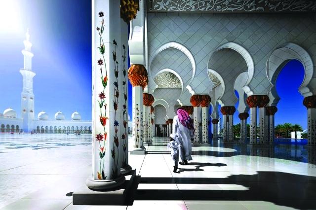 الصورة : «الضوء والظلال» جامع الشيخ زايد الكبير أبوظبي-يوسف بن شكر الزعابي «الإمارات»