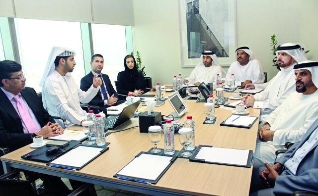 الصورة : ■ خلال اجتماع فريق أمانة المجلس التنفيذي لدبي بوفد شرطة عجمان |  من المصدر