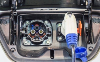 الصورة: الصورة: سيارة كهربائية جديدة