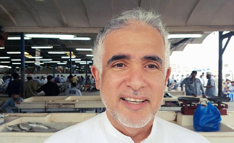 """محمد / الإمارات: """"أصور العمال الآسيويين لأن أهلهم يفرحون برؤيتهم"""""""