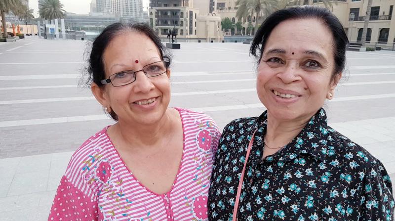 """راج وفينا / الهند: """"التقينا هنا قبل 4 سنوات وأصبحنا أصدقاء. نمشي لنستمد الطاقة""""."""