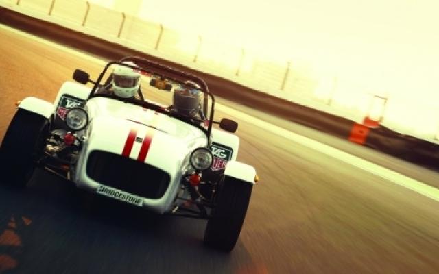 الصورة: الصورة: «دبي أوتودروم» توفر تجربة سيارتي لوتس وكاترهام الجديدتين