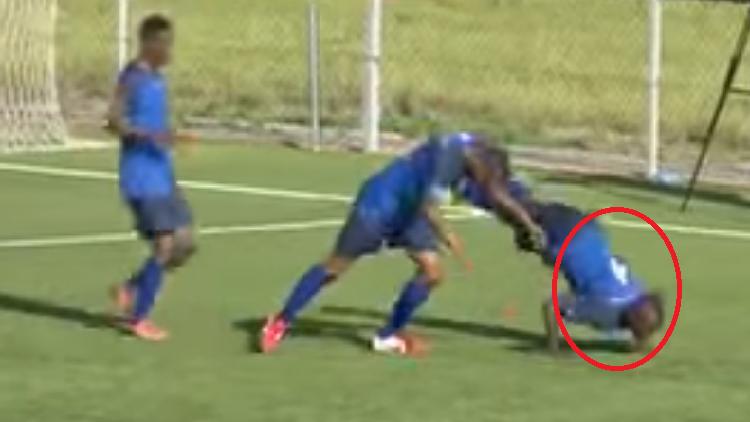 بالفيديو.. لحظة وفاة لاعب بعد دقائق من احتفاله الغريب بالهدف - الصفحة الرئيسية