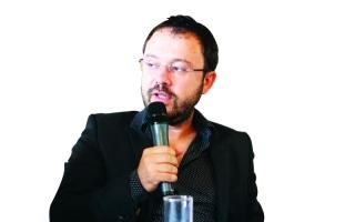 الصورة: الصورة: رياض سطوف: أرفض أن أكون صانع قصص هزلية عن العرب