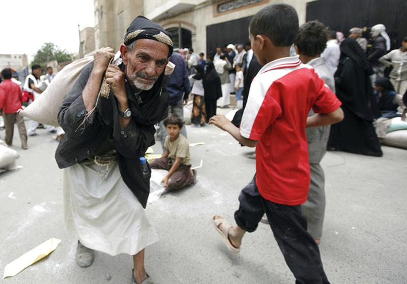 الفقر والجوع أبرز نتائج الانقلاب في اليمن