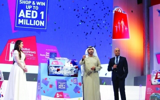 الصورة: الصورة: «دبي للتسوق» يدخل الفرحة لقلب الطيب بـ 50 ألفاً