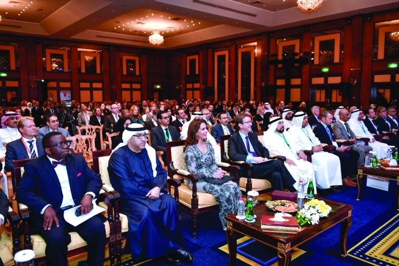 الصورة : هيا بنت الحسين وعبدالرحمن العويس وقيادات في القطاع الصحي خلال المؤتمر | سيف محمد
