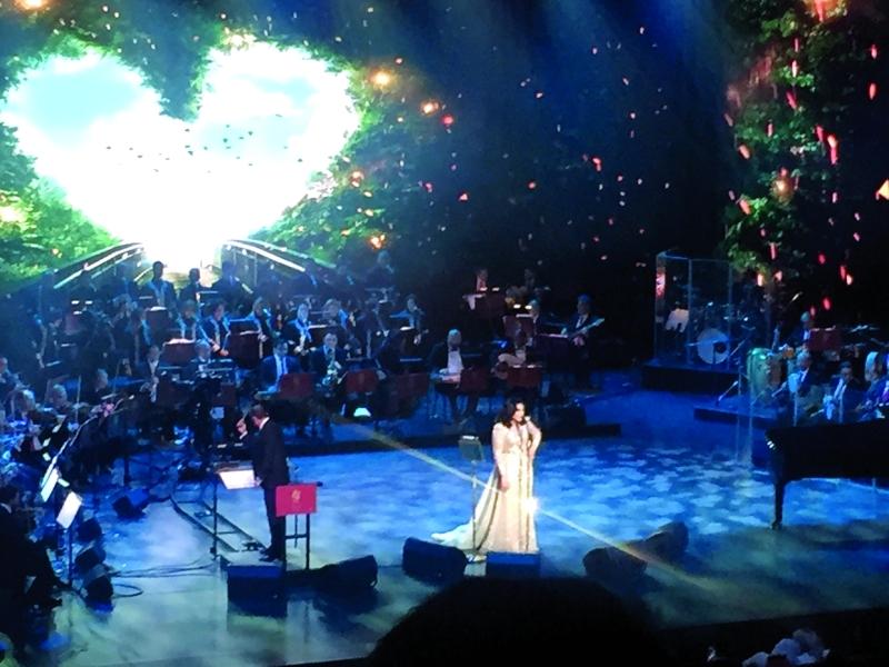 ■ أحلام تغني على مسرح الأوبرا وسط حضور غفير  |  من المصدر