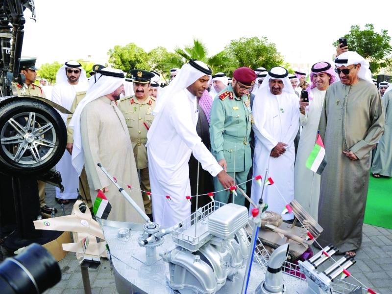 الصورة : مدير بلدية دبي ومحمد المري وعبدالرحمن رفيع خلال فعاليات المعرض المصاحب