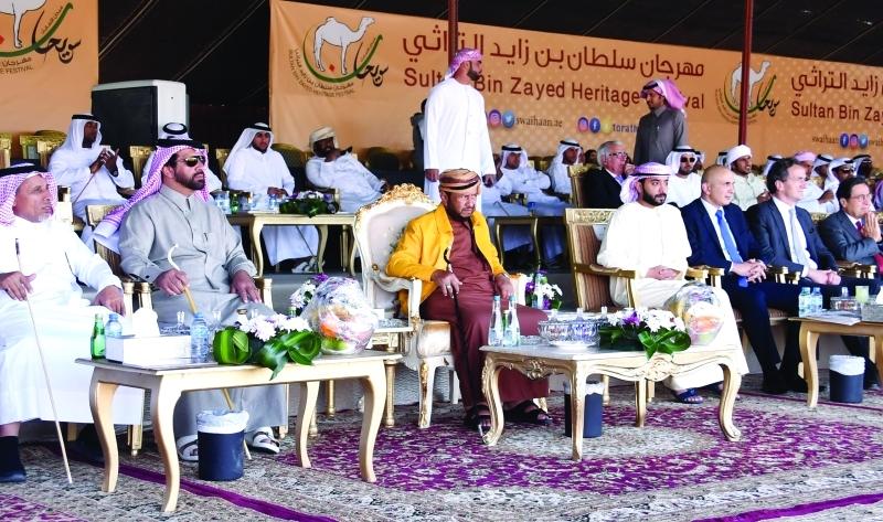 الصورة : ■ سلطان بن زايد يشهد فعاليات المهرجان بحضور هزاع بن سلطان     البيان