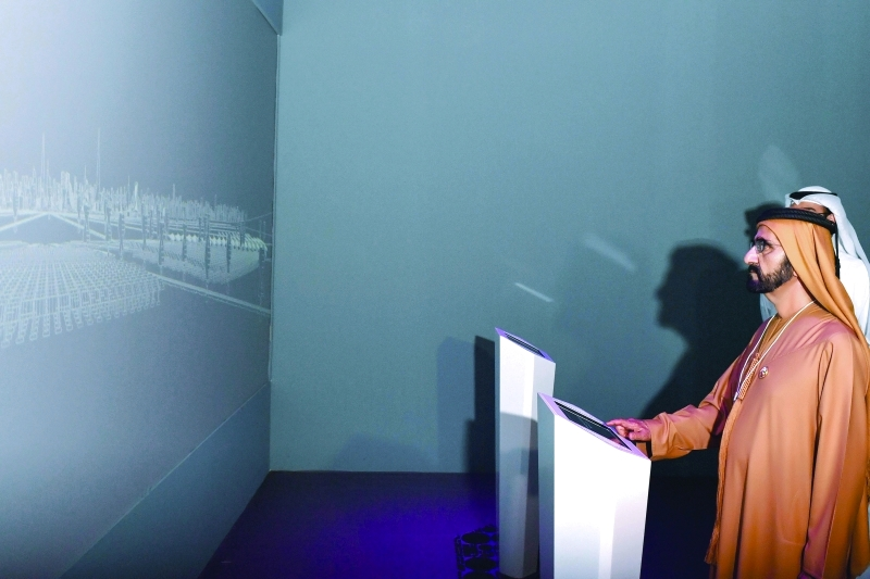 الصورة : محمد بن راشد مفتتحاً متحف المستقبل      تصوير: خليفة اليوسف ومحمد هشام