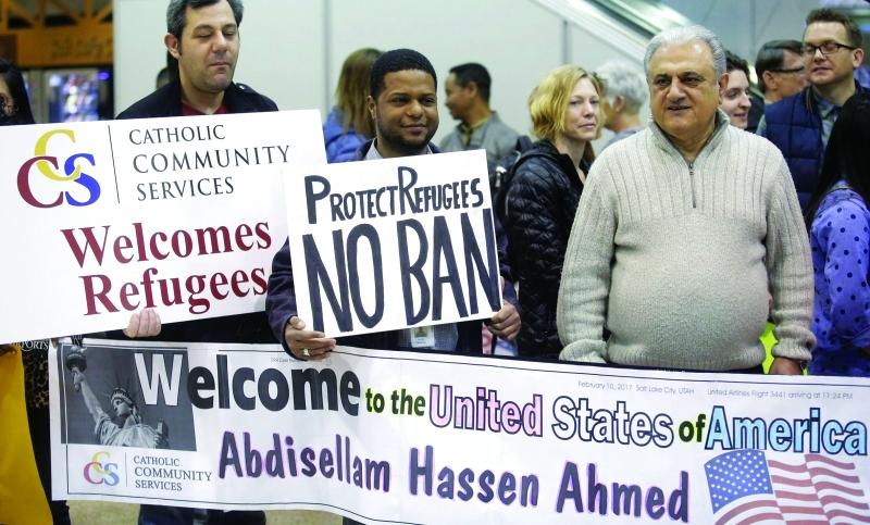 أميركيون يرحبون في مطار سولت لايك بوصول دفعة من المسافرين   |  أ.ب