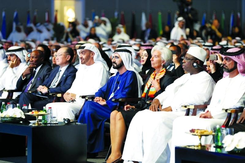 ■ محمد بن راشد ومحمد بن زايد وحمدان بن محمد وعمار النعيمي خلال القمة