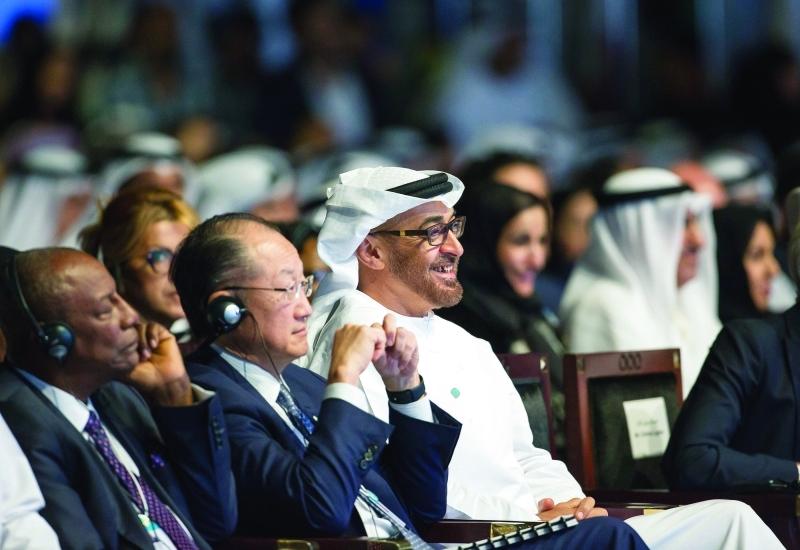 الصورة : محمد بن زايد يتابع فعاليات الجلسة