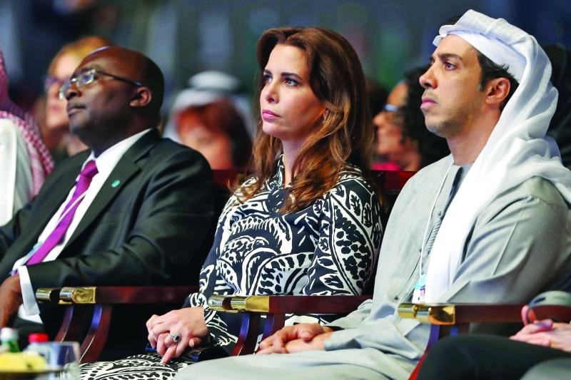 الصورة : منصور بن زايد وهيا بنت الحسين