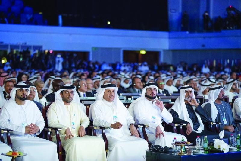 الصورة : أحمد بن سعيد وأحمد ومنصور بن محمد ونهيان بن مبارك وعبد العزيز النعيمي