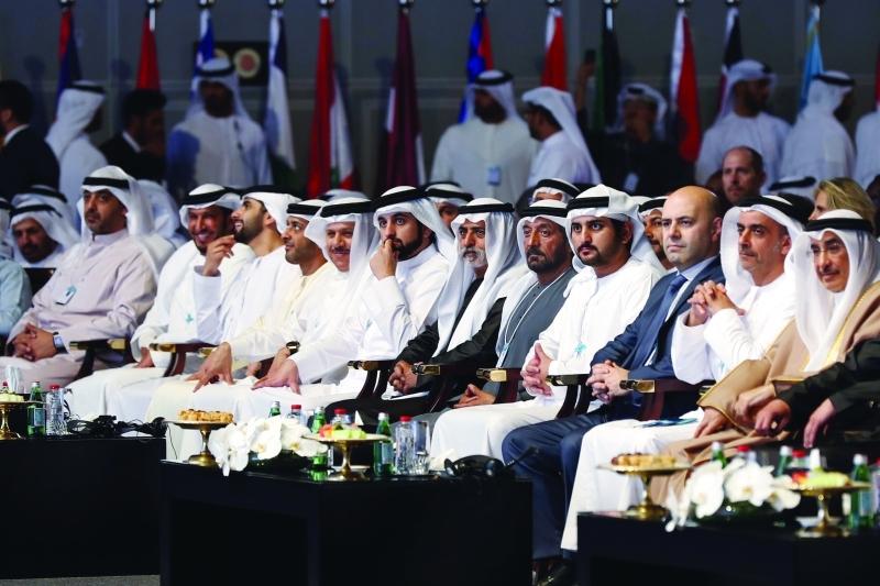 الصورة : مكتوم بن محمد وسيف بن زايد وأحمد بن سعيد وأحمد ومنصور بن محمد