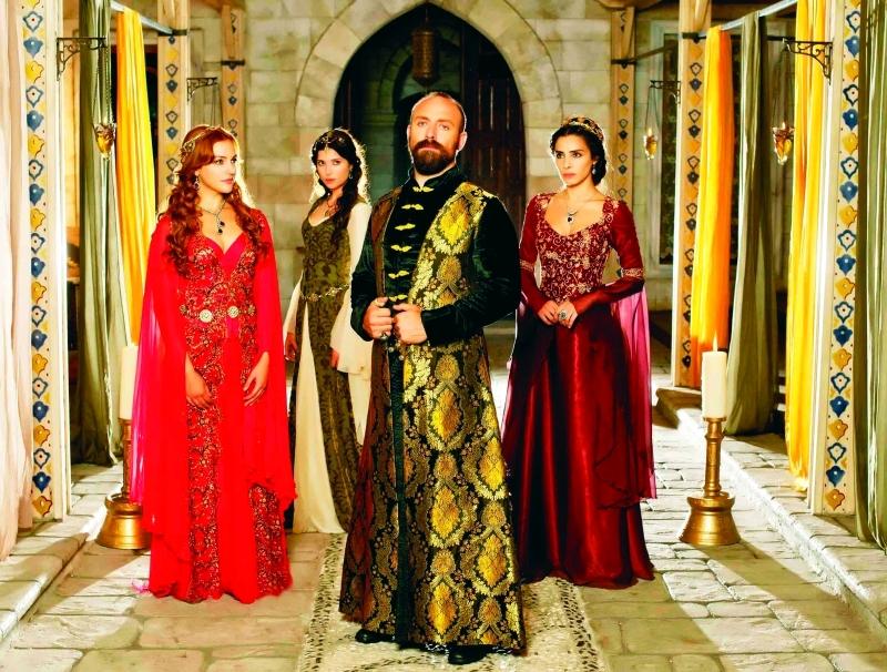 الصورة : Ⅶ مشهد من «حريم السلطان» عند عرضه للمرة الأول على قناة دبي  |   أرشيفية