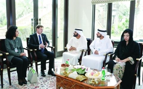 الصورة: الصورة: نائب رئيس الدولة يبحث تطوير العلاقات الدولية والتجارية مع ضيوف القمة