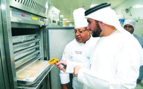 الصورة: الصورة: مسؤول ببلدية دبي في مطبخ القمة