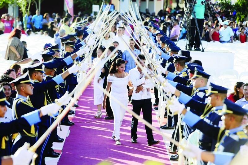 ■ حفل جماعي في مدينة مانغوا بنيكاراغوا      إ ف ب