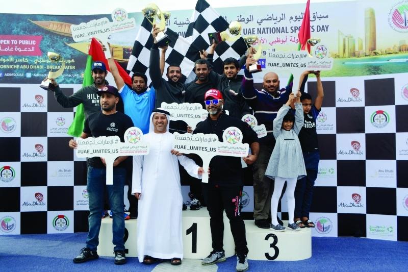 الصورة : الفائزون على منصات التتويج يرفعون شعار الحدث   البيان