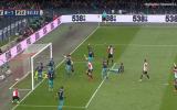 """الصورة: الصورة: """"عين الصقر"""" تحتسب هدفاً مثيراً في الدوري الهولندي"""