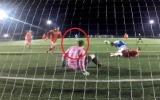 الصورة: حارس مرمى مغمور يذهل عشاق الكرة بتصدٍ خرافي