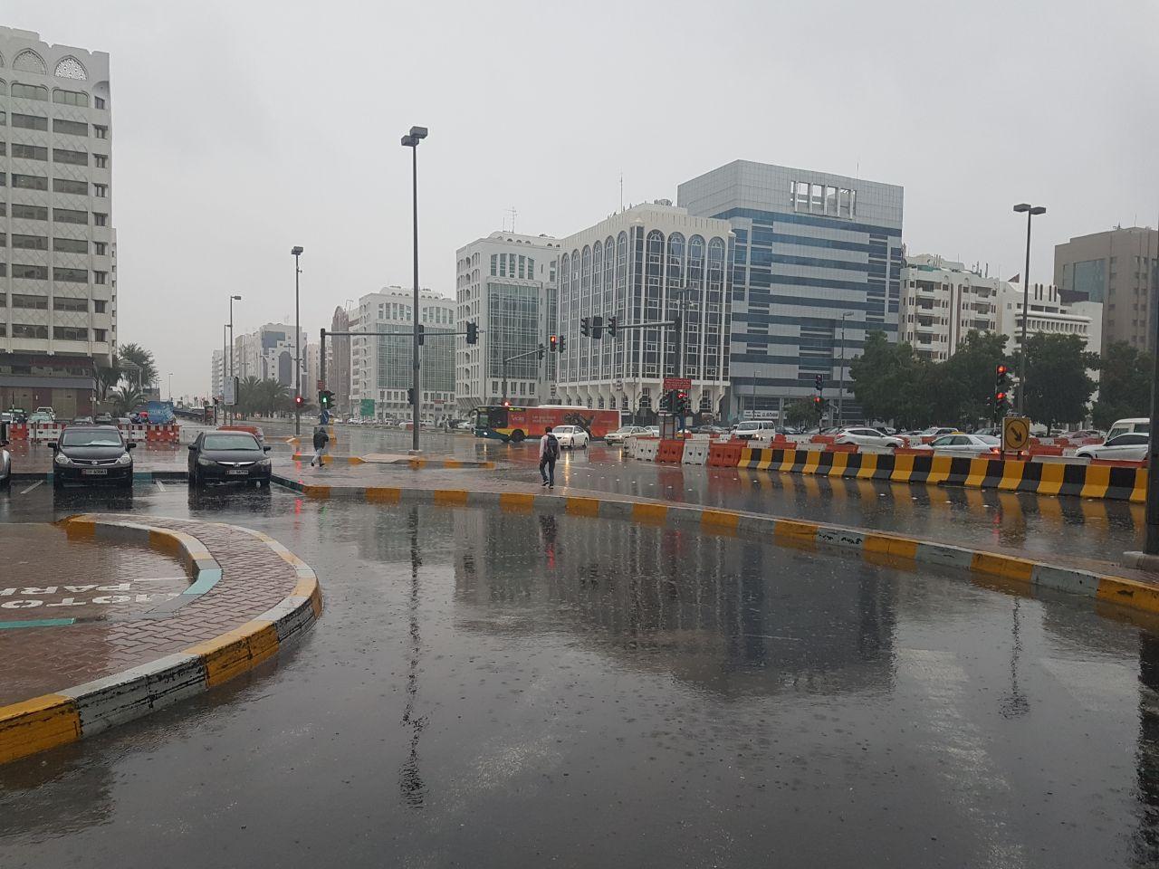 أمطار غزيرة في أبوظبي