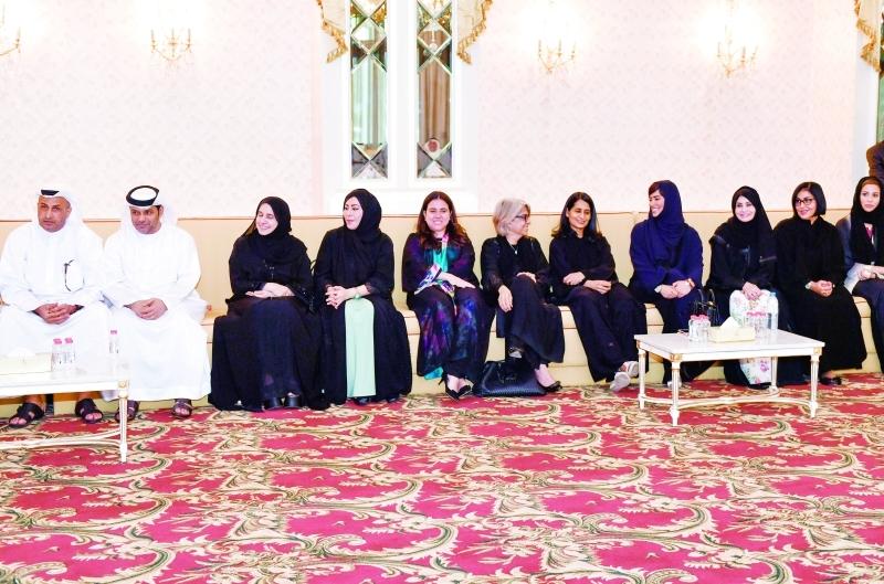 عدد من السفراء والسفيرات خلال اللقاء