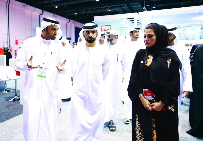 Ⅶ منصور بن محمد يستمع إلى شرح عن المنصة الموحدة لحكومة دبي      من المصدر