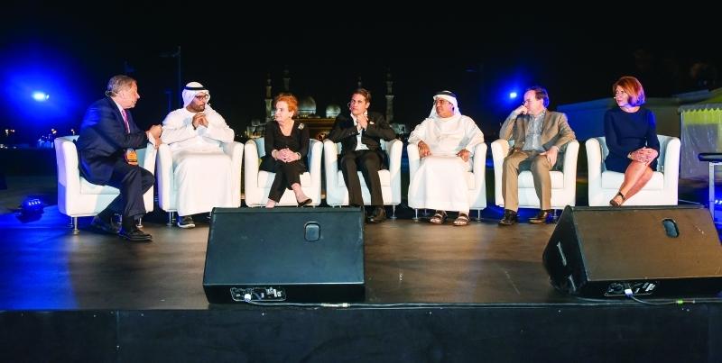 فائزون بجوائز الدبلوماسية الثقافية يتحدثون في جلسة نقاشية بحضور محمد المبارك | تصوير - مجدي إسكندر