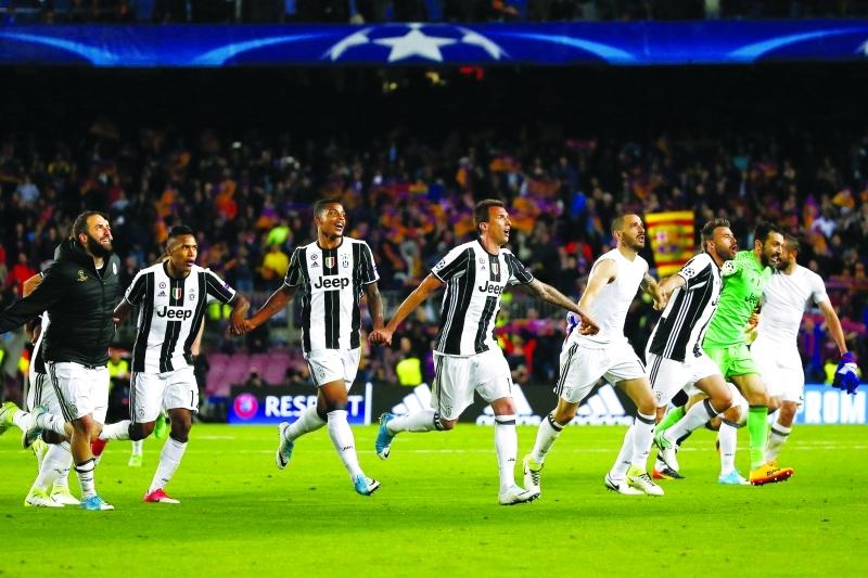 ■ احتفال نجوم يوفنتوس بالتأهل الى نصف نهائي أبطال أوروبا  |  أف ب