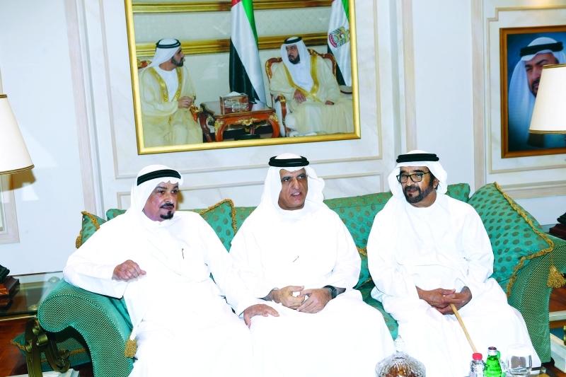 حميد النعيمي وسعود بن صقر وسيف بن محمد خلال تقديم واجب العزاء