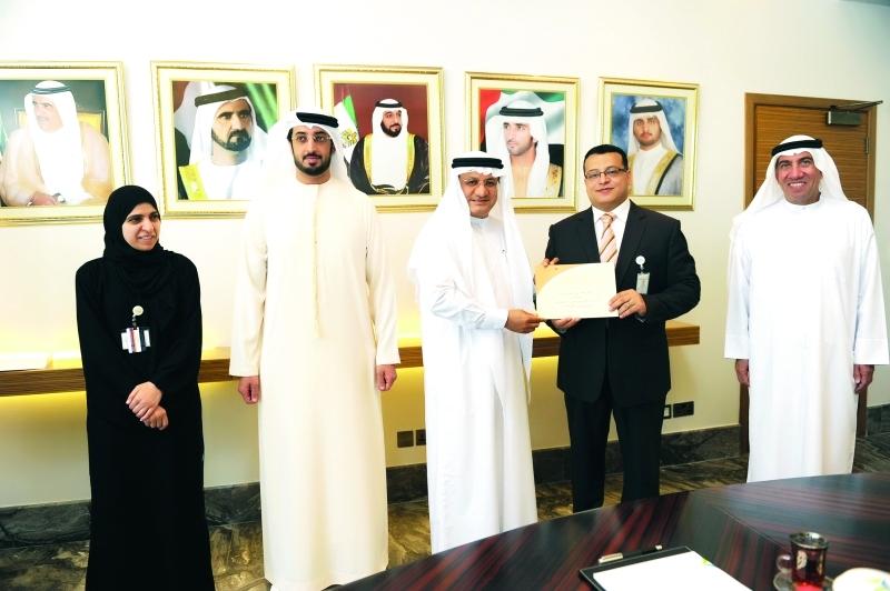 تكريم موظفي «صحة دبي» الفائزين والمرشحين لجوائز «الأداء ...