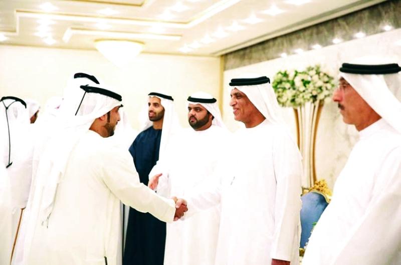 الصورة : ■ سعود بن صقر يتلقى التهاني بحضور محمد الشرقي ومحمد بن سعود