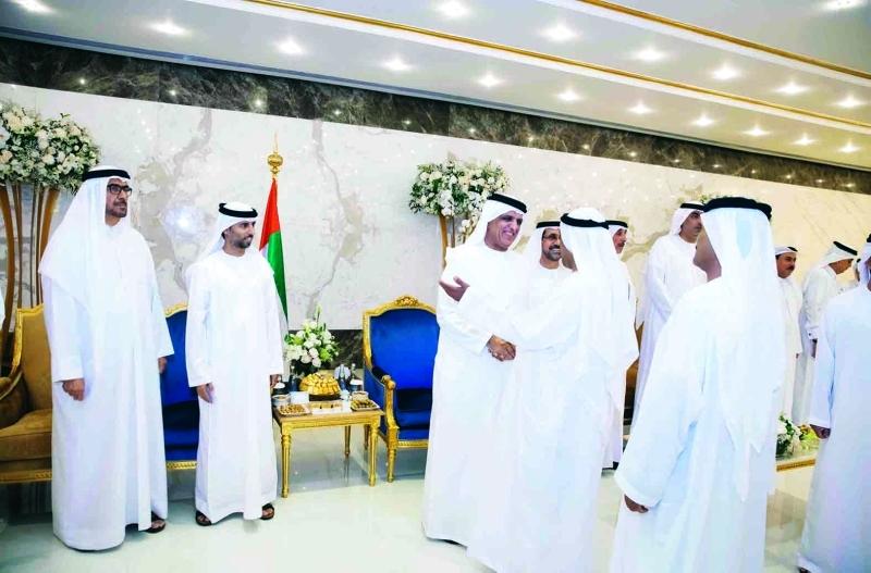 الصورة : ■ سعود بن صقر لدى استقبال المهنئين بحضور سهيل المزروعي