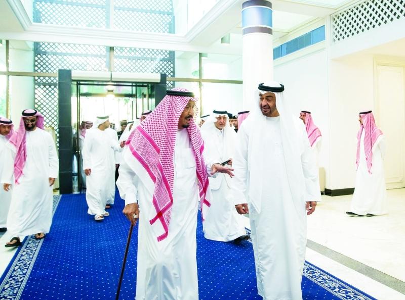 الصورة : ■ محمد بن زايد في حديث مع الملك سلمان