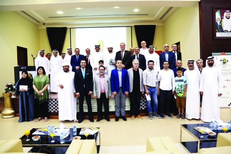 الصورة : ■ سعود  بن عبدالعزيز المعلا يتوج سالم بحضور رؤساء الاتحادات العربية  |  البيان