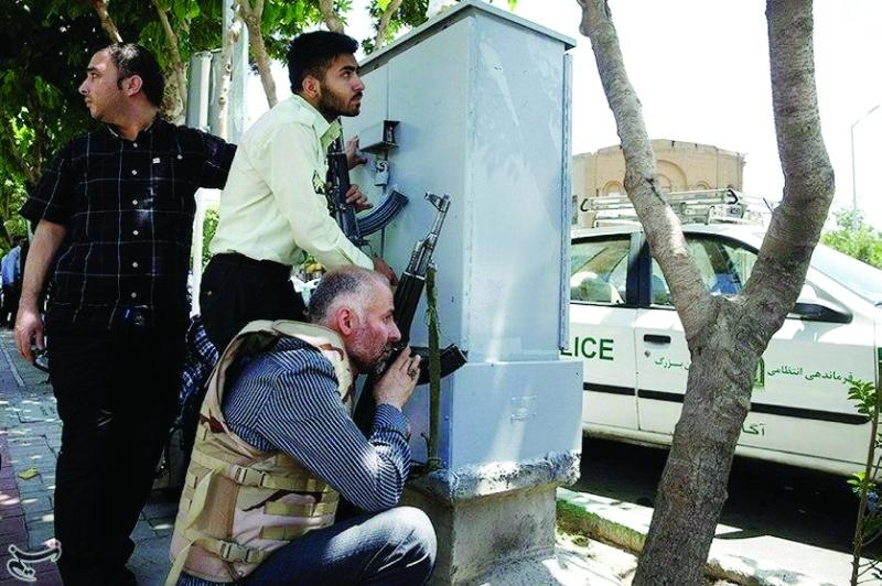 الصورة : رجال أمن إيرانيون | أ ف ب