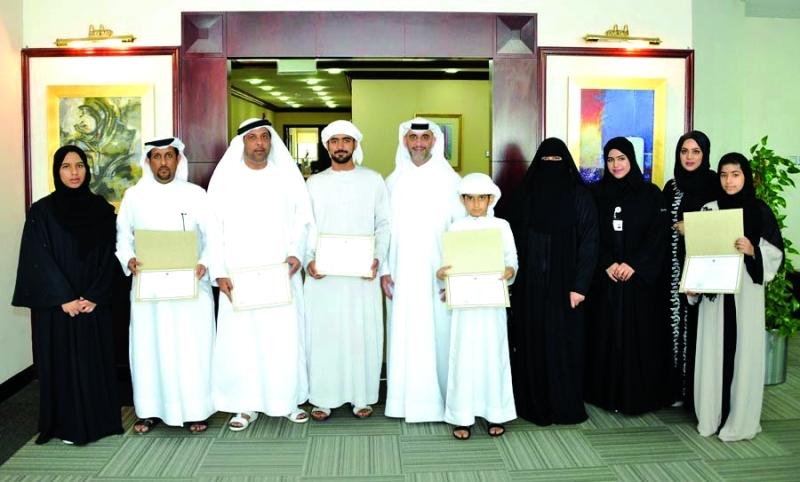 الصورة : صورة جماعية مع الفائزين من المصدر