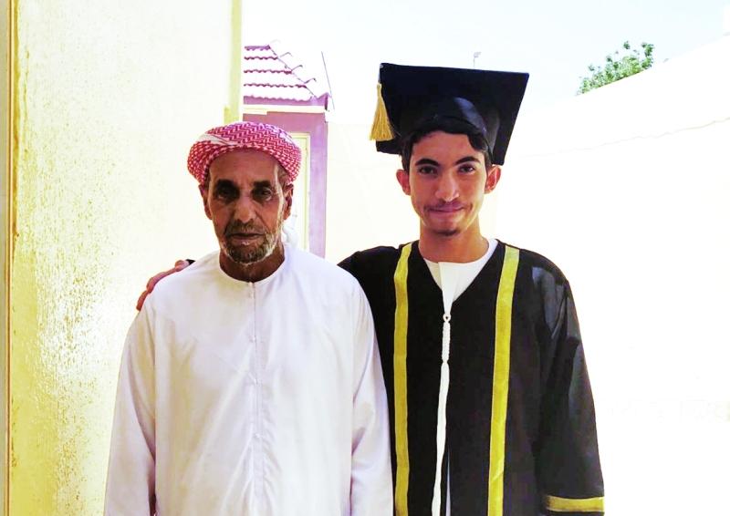 ■ عبد الرحمن الكتبي ووالده