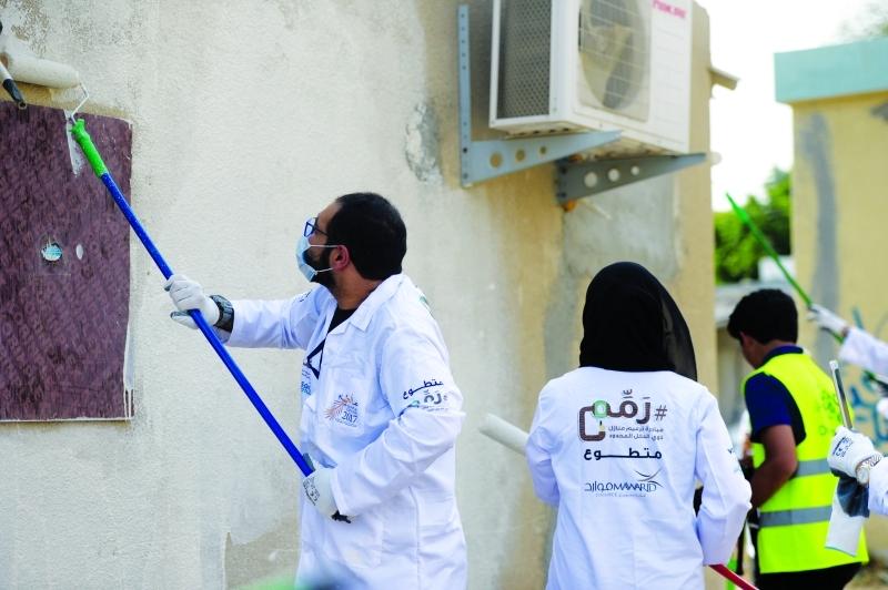 الصورة : ترميم جدران 30 بيتاً في عجمان والشارقة ودبي