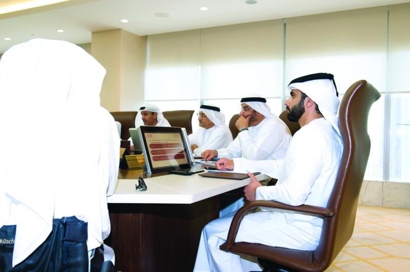 الصورة : منصور بن محمد مترئساً اجتماع اللجنة العليا لحماية حقوق أصحاب الهمم   من المصدر