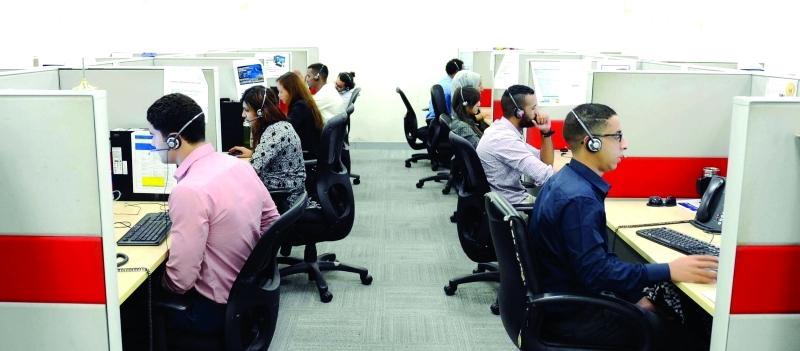 الصورة : ■  فريق عمل مؤهل في مركز اتصال طرق دبي |من المصدر