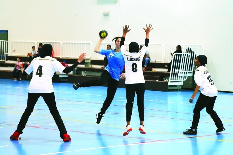 الصورة : ■ لقطة من مباريات كرة اليد للسيدات