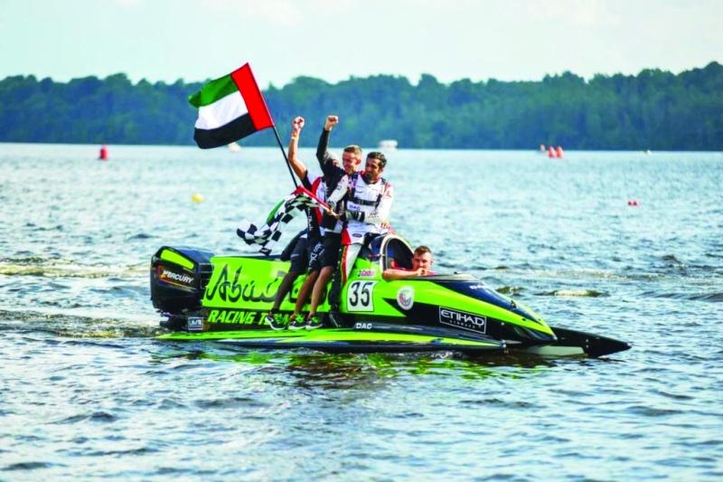 الصورة : علم الإمارات يرفرف في مياه ليتوانيا