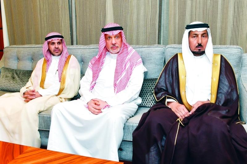 الصورة : محمد بن عبد العزيز وعماد مدني وسليمان الحصين