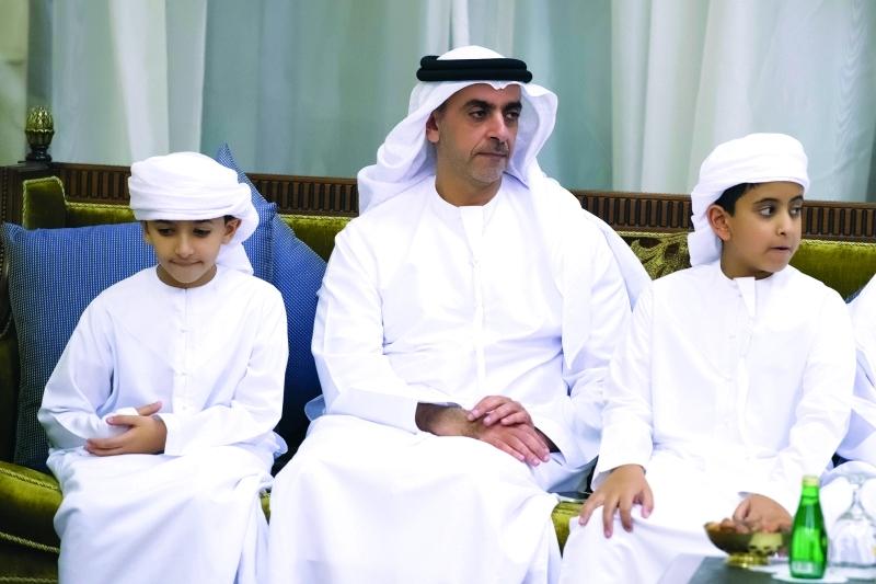 الصورة : سيف بن زايد وخليفة بن سيف وزايد بن أحمد بن زايد