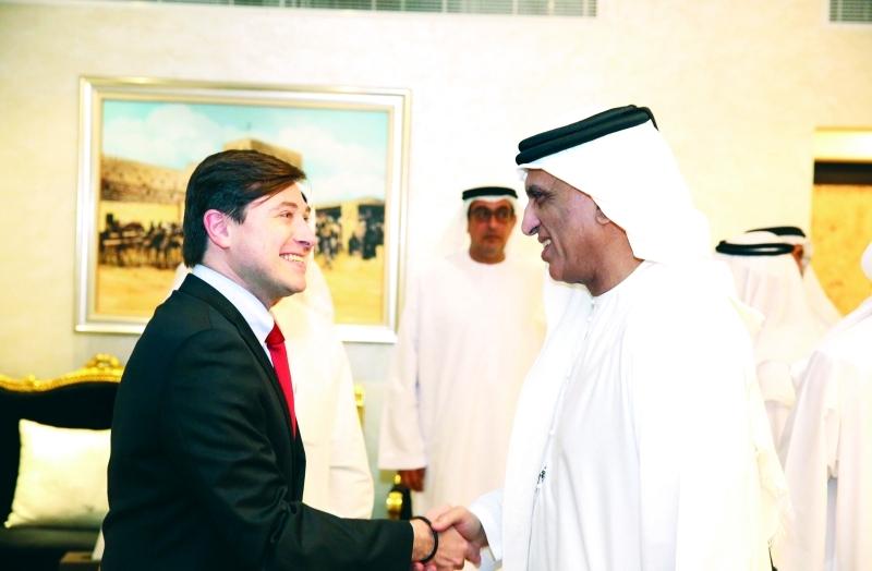 الصورة : ■ سعود بن صقر مستقبلا سفير تشيلي لدى الدولة      وام